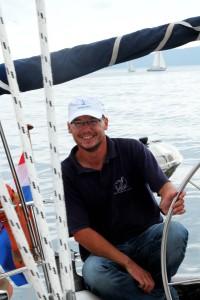 pawel-szymanski-za-sterem-yachting-morski