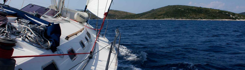 jacht-przechyl-zagle-wyspy-chorwacja